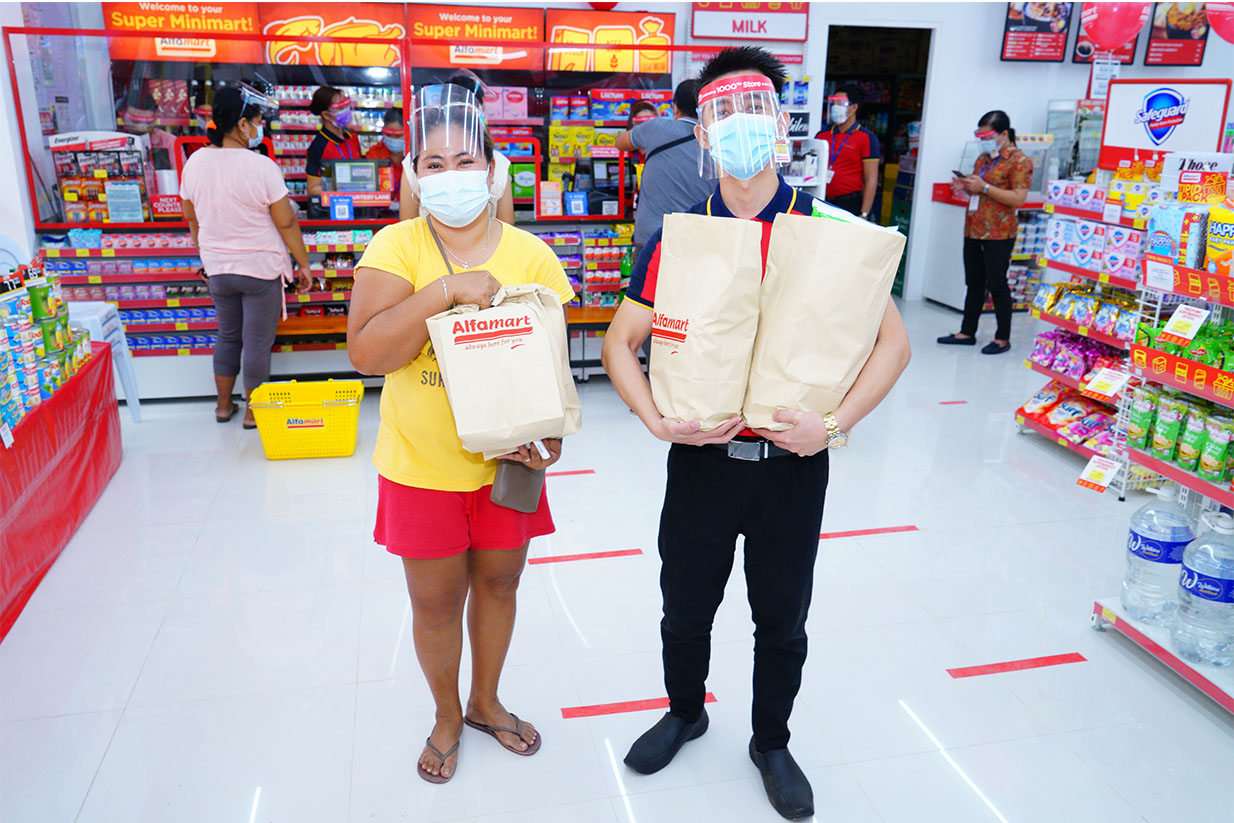 Alfamart customer and employee