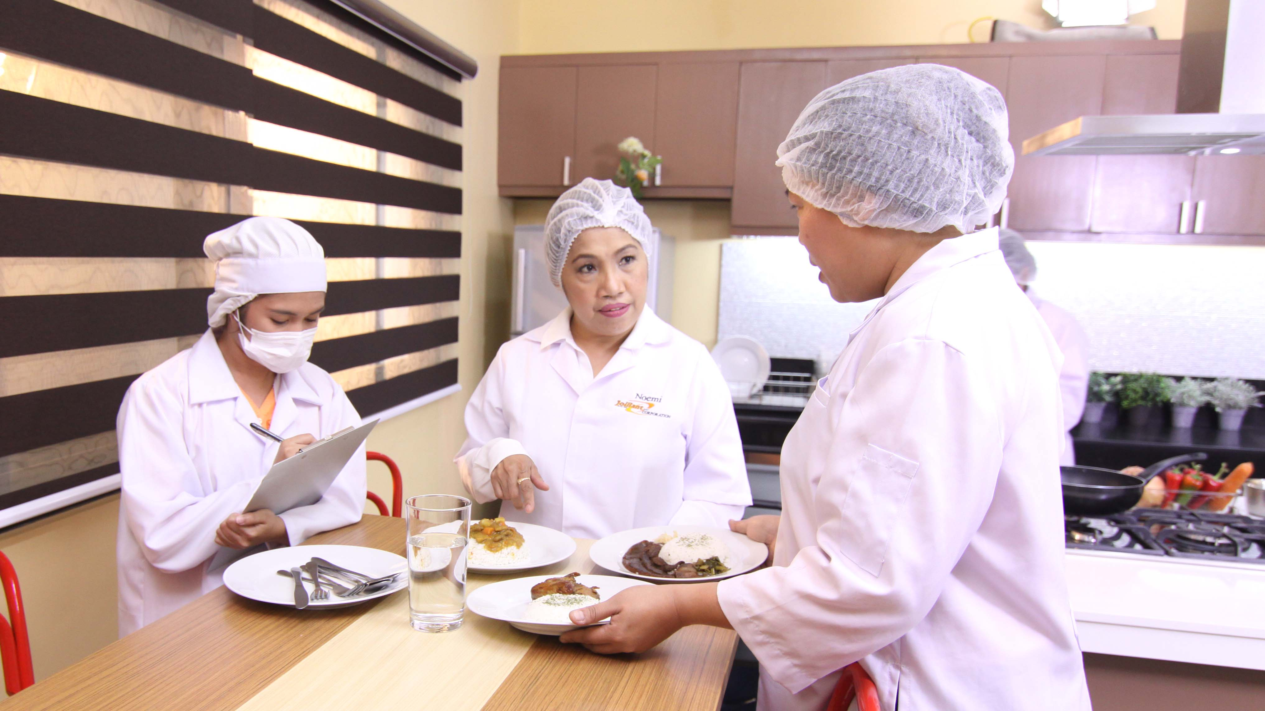 Jolliant RNN Corporation provides meals to the 7-Eleven chain. Each recipe is tested and developed by its president and CEO, Noemi Dominguez.